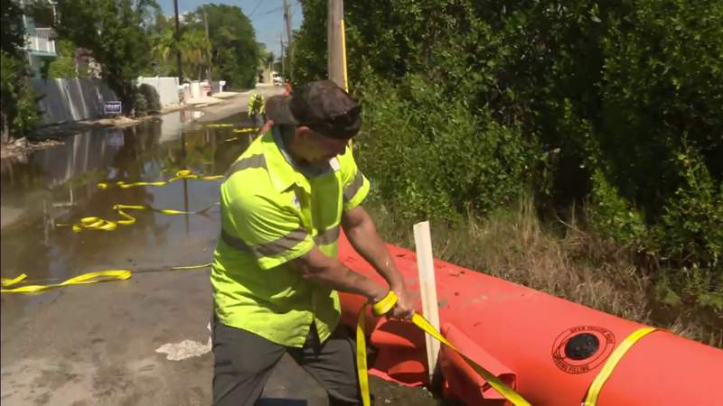 Key Largo uses temporary dams to keep streets from flooding during King Tide
