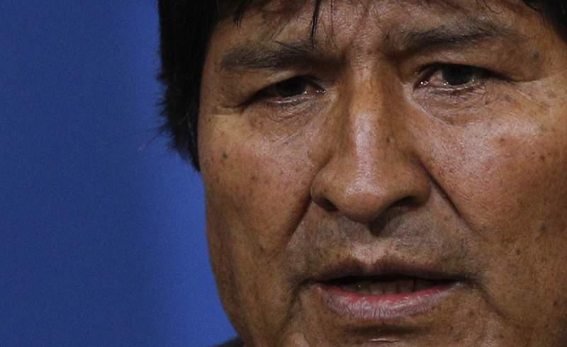 En esta imagen de archivo, tomada el 10 de noviembre de 2020, el entonces presidente de Bolivia, Evo Morales, habla durante una conferencia de prensa en una base militar en El Alto, a las afueras de La Paz, Bolivia. Morales dijo el mircoles 7 de octubre en Argentina, donde est refugiado, que el exmandatario paraguayo Fernando Lugo y otros veedores acudirn a las cruciales elecciones que se celebrarn el 18 de octubre en su pas, en las que su fuerza poltica aparece como favorita. (AP Foto/Juan Karita, archivo)
