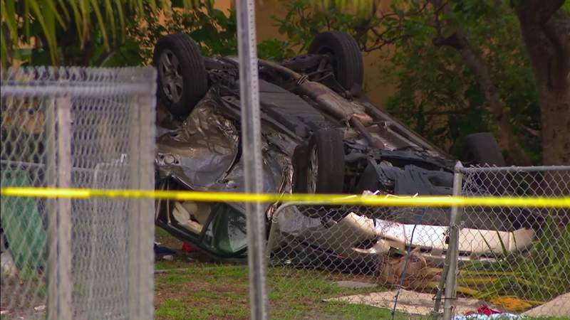 Driver crashes into house during police pursuit in West Little River