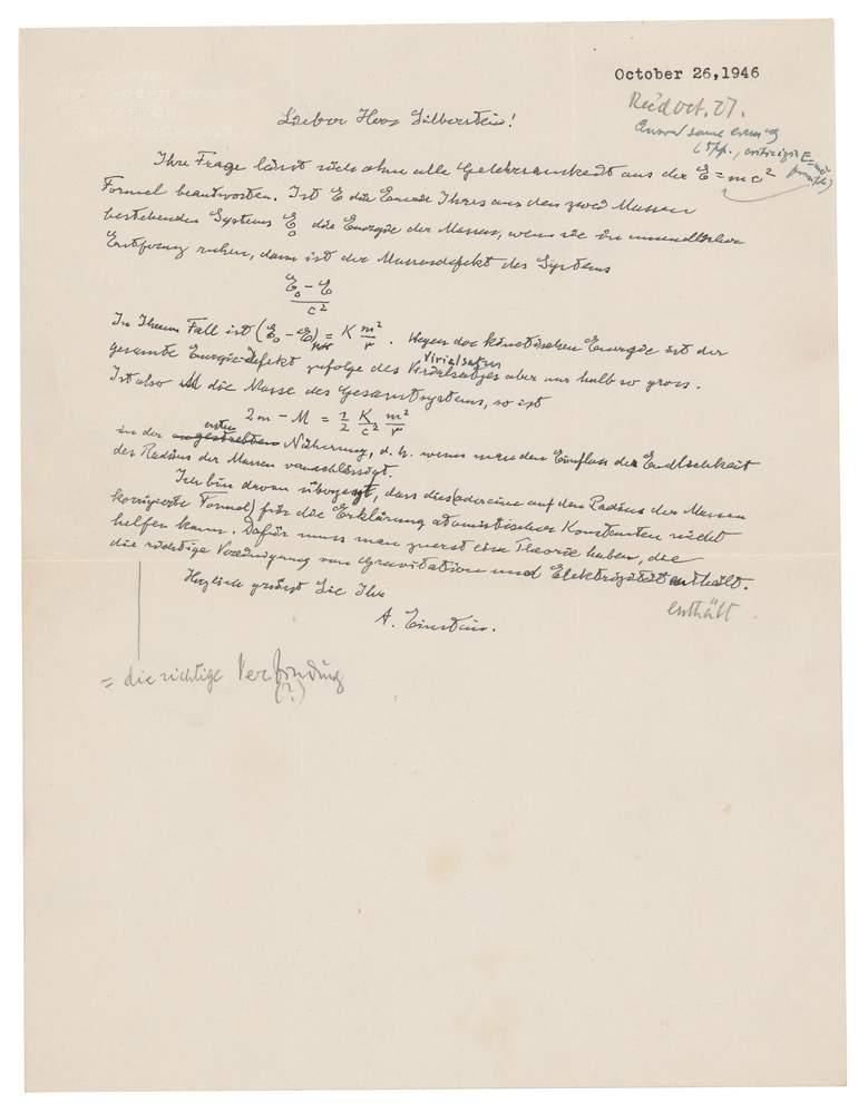 """En esta foto sin fecha, proveda por la casa de subastas RR Auction,  se ve una carta escrita por Albert Einstein, en la cual este escribi su famosa ecuacin """"E = mc2"""". La carta fue subastada por ms de 1,2 millones de dlares el 20 de mayo del 2021, en Boston.  (Nikki Brickett/RR Auction va AP)"""