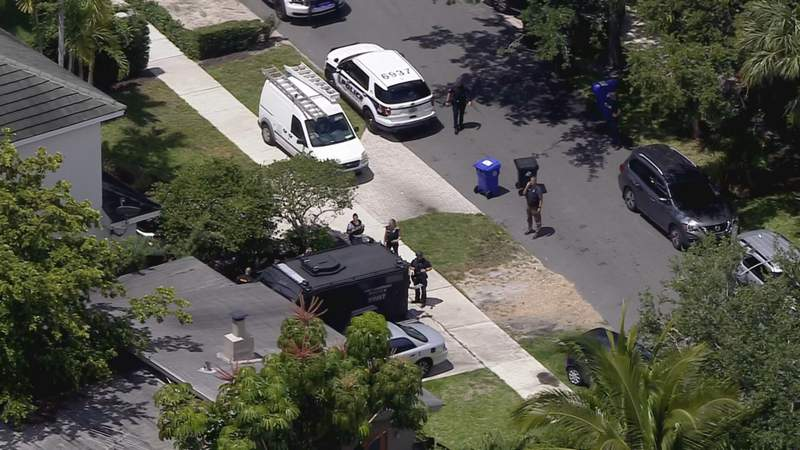 Fort Lauderdale barricaded subject.