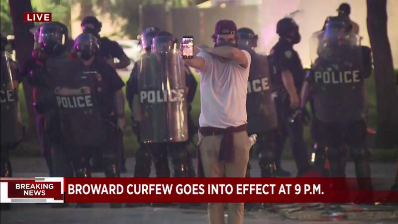 Officers continue to fire tear gas canisters in Fort Lauderdale