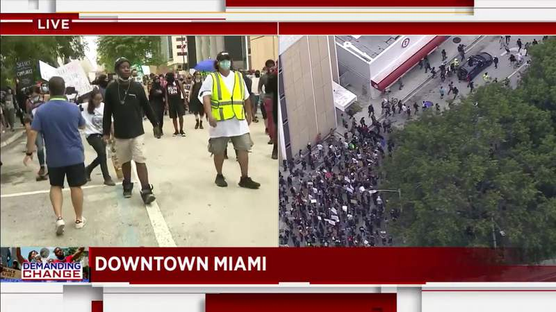 Protest continues in front of Miami-Dade County Courthouse
