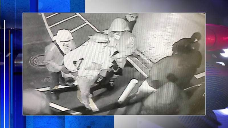 Burglars steal 31 handguns from pawn shop