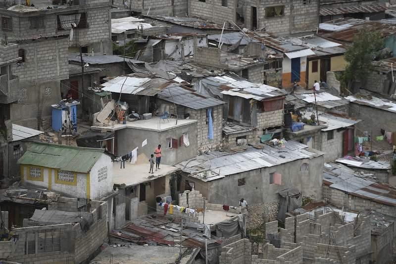 Esta fotografa muestra casas de gente de pocos recursos el lunes 12 de julio de 2021, en Puerto Prncipe. (AP Foto/Matas Delacroix)