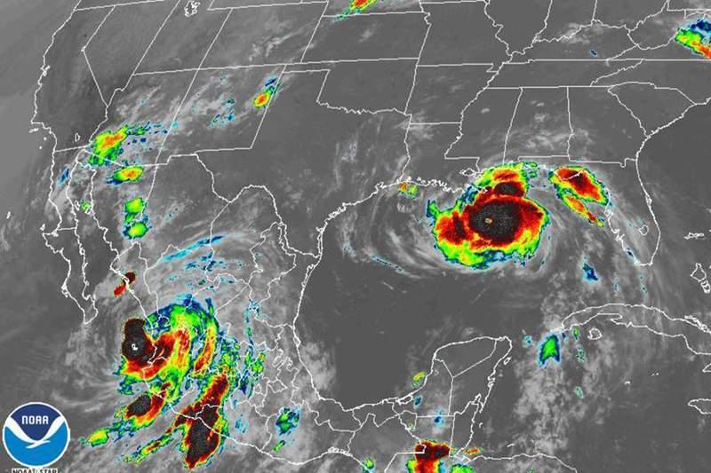 Los huracanes Nora (abajo a la izq) e Ida (der) sobre Norteamrica el 29 de agosto del 2021. Foto suministrada por la Administracin Nacional de Estudios Ocenicos  y Atmosfricos. (NOAA via AP)
