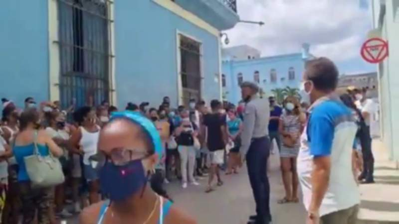 Video shows relatives waiting for Cubans arrested during Sunday protest