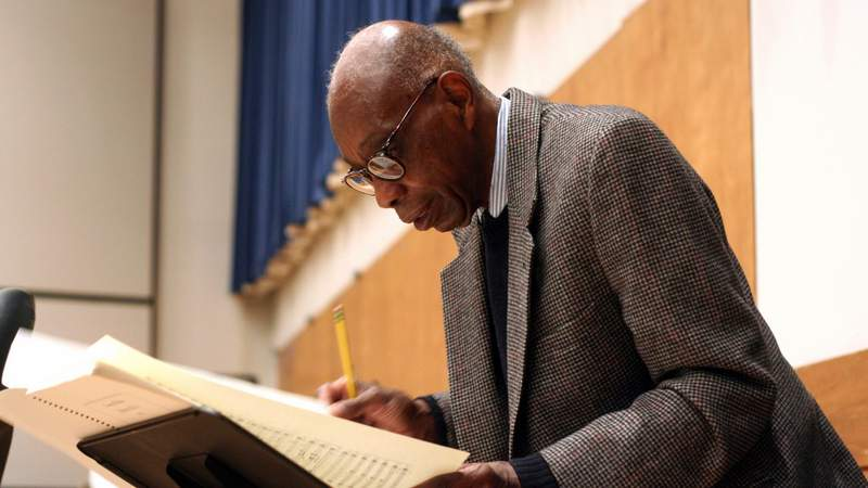 George Walker at rehearsal with the Juilliard Orchestra in 2007. (Photo by Hiroyuki Ito).