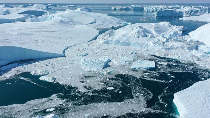 In this aerial view icebergs float at the mouth of the Ilulissat Icefjord during a week of unseasonably warm weather on August 4, 2019 near Ilulissat, Greenland. Last week, ice continued to melt at a rate that left scientists concerned. (Photo by Sean Gallup)