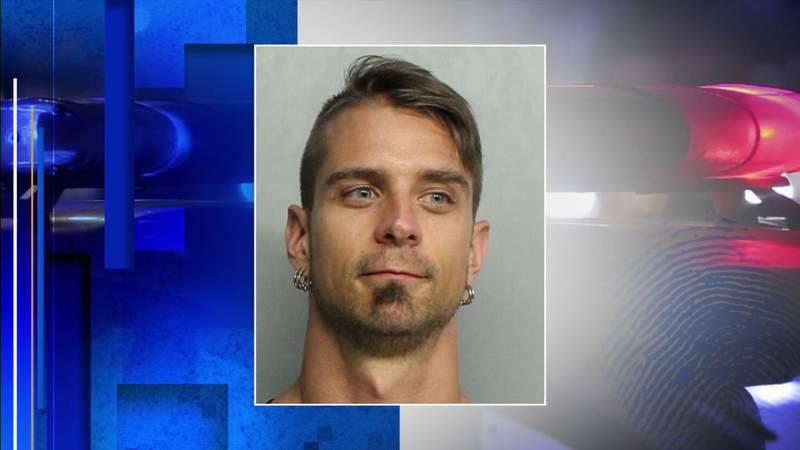 Man arrested after anti-Semitic group seen around South Florida