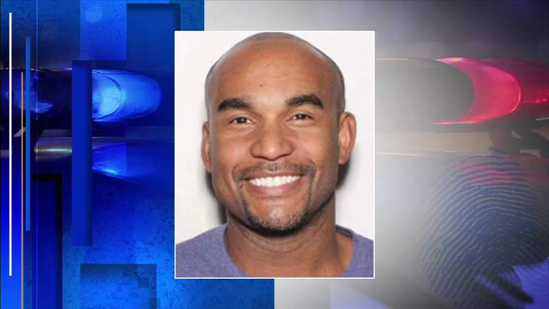 Detectives search for suspect in woman's murder in Hialeah