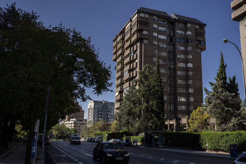 A general view of the building in Madrid, Spain, Friday, Sept. 10, 2021, where the former Venezuelan military spy chief, retired Maj. Gen. Hugo Carvajal was arrested by police. Police in Madrid on Thursday arrested a former Venezuelan spymaster wanted on U.S. narcoterrorism charges, capturing him in a hideout apartment nearly two years after he defied a Spanish extradition order and disappeared. (AP Photo/Manu Fernandez)