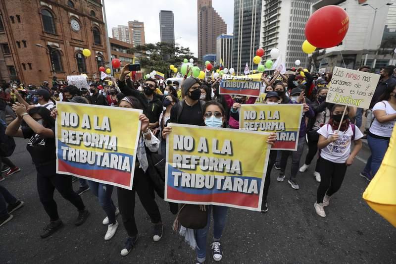 Funcionarios reportan 24 muertes relacionadas con protestas contra reforma tributaria