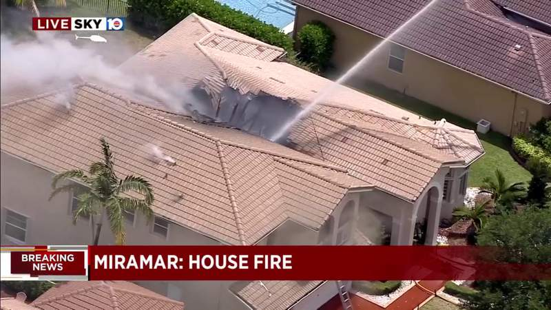 Firefighters respond to house fire in Miramar