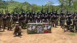 Sicarios de un cártel mostrando ametralladoras calibre .50 de uso militar, traídas probablemente desde EU.