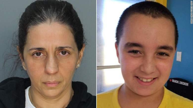 Patricia Ripley, a la izquierda, enfrenta cargos de asesinato por la muerte de su hijo Alejandro, de 9 años.