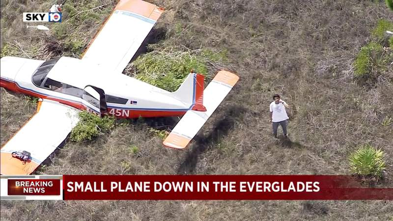 2 men rescued after plane goes down in Everglades