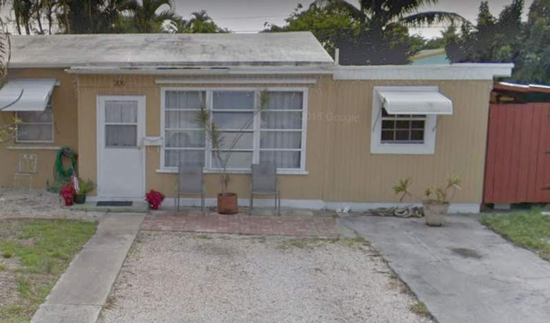 A woman found her mother dead on Sunday at her home in Oakland Park.