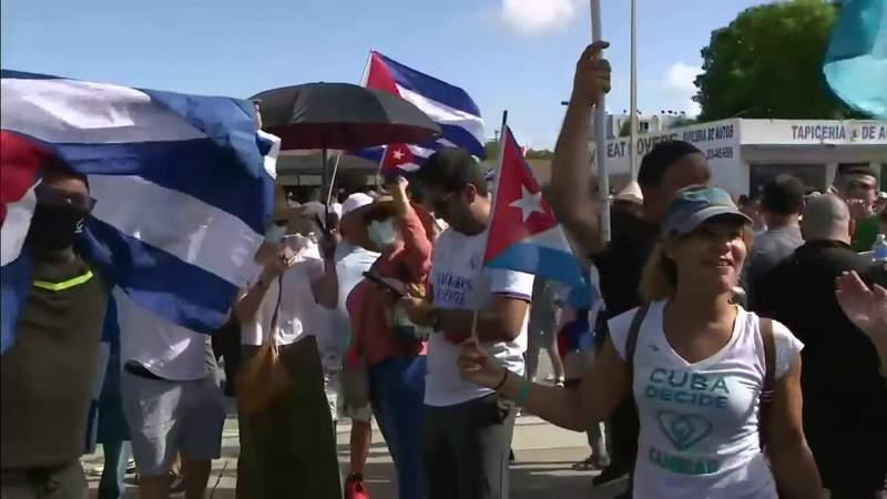 Miami residents begin flights to Cuba with food, supplies