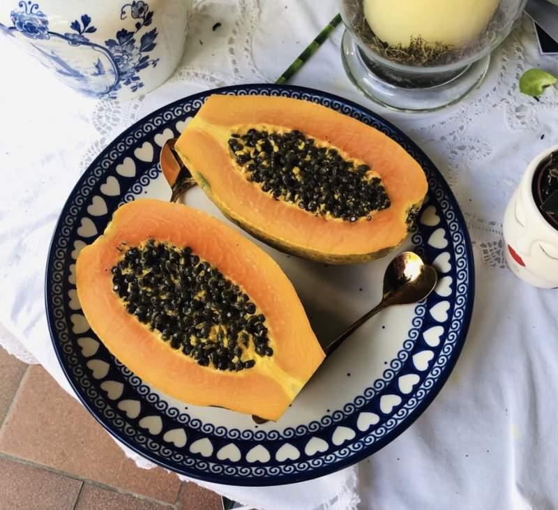 Papaya slices shot by @m_tubbs on Instagram.