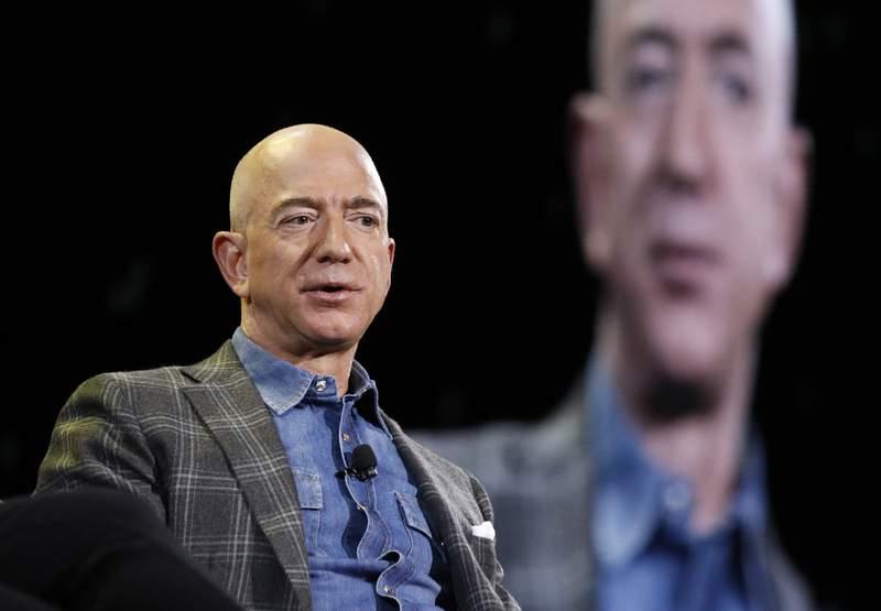 En esta imagen del 6 de junio de 2019, el director general de Amazon, Jeff Bezos, en la convencin de Amazon en Las Vegas. (AP Foto/John Locher, Archivo)