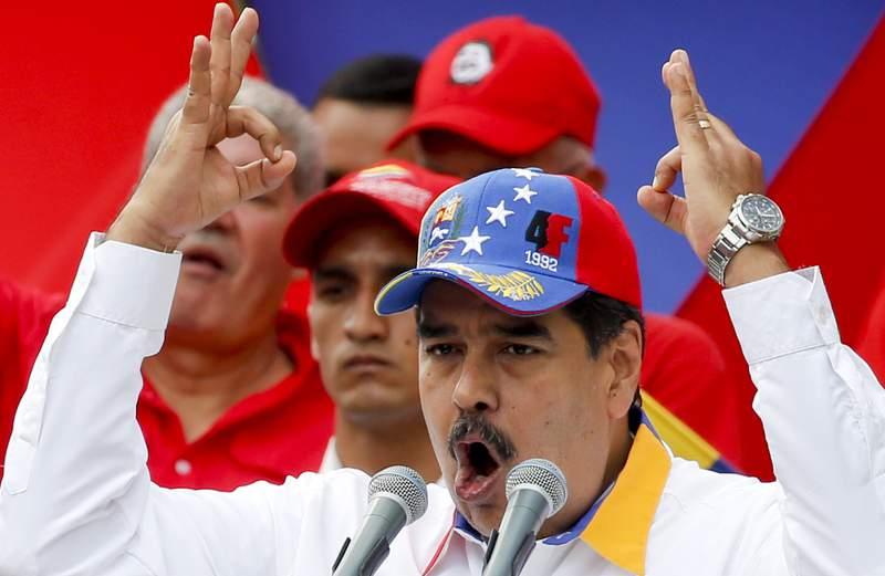 El presidente Nicolas Maduro habla el sabado 23 de marzo de 2019  en Caracas, Venezuela. (AP Foto/Natacha Pisarenko)