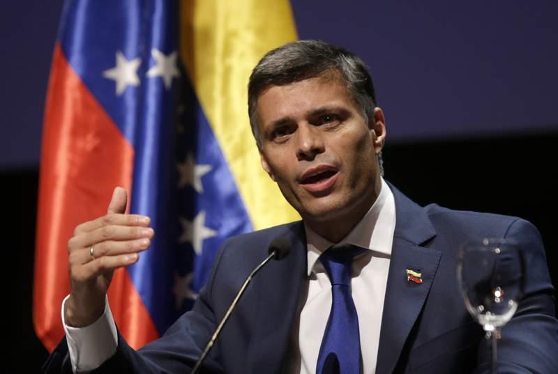 El lder opositor venezolano, Leopoldo Lpez, habla durante una conferencia de prensa en Madrid, el martes 27 de octubre de 2020. (AP Foto/Andrea Comas)