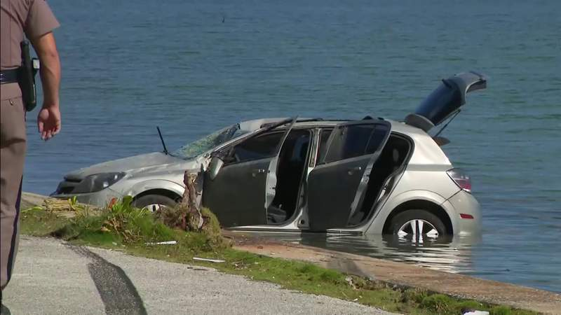 Car towed out after driving into water in Miami Beach
