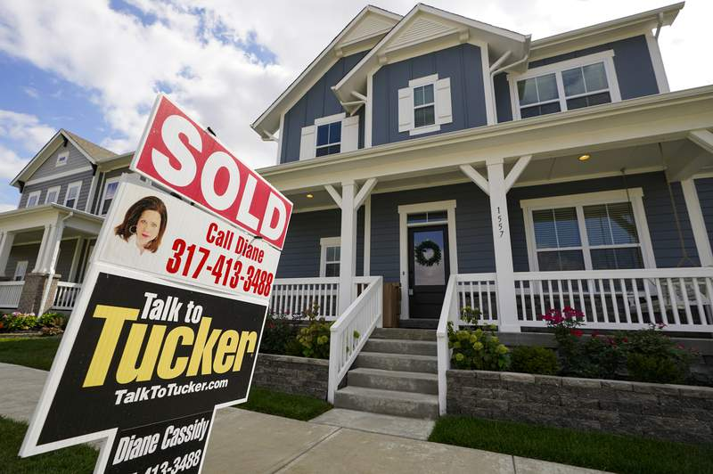 """FILE - A """"sold"""" sign is posted on a home in Westfield, Ind., Friday, Sept. 25, 2020.  U.S. long-term mortgage rates slipped this week while remaining at record-low levels. Mortgage buyer Freddie Mac reports, Thursday, Jan. 21, 2021 that the average rate on the benchmark 30-year fixed-rate home loan eased to 2.77% from 2.79% last week.   (AP Photo/Michael Conroy, File)"""
