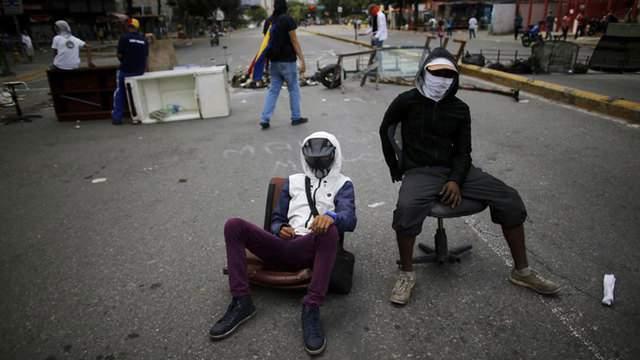 Barricade in Caracas, July 17. Photo by Ariana Cubillos/AP