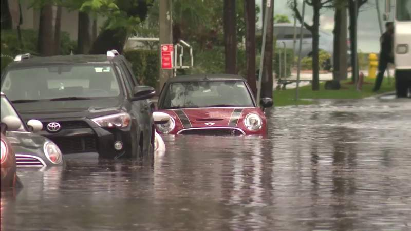 Heavy rain causes flooding issues across South Florida