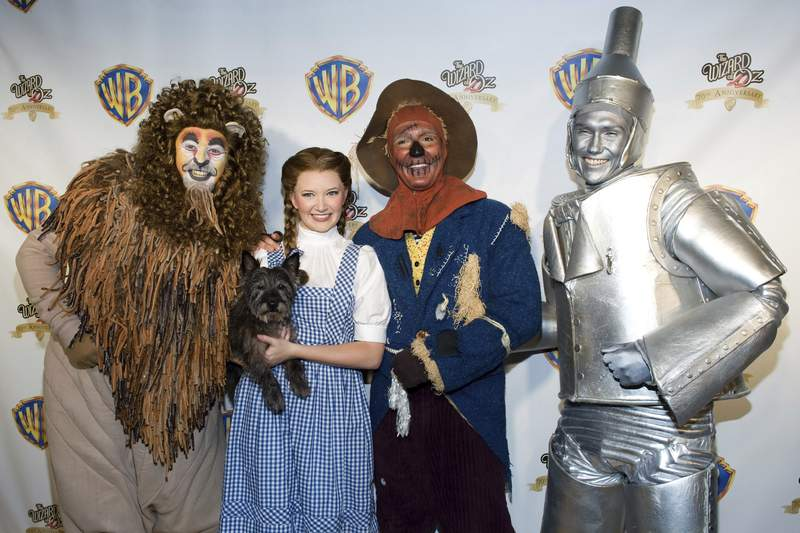"""FILE - Costumed """"Wizard of Oz"""" characters attend the """"Wizard of Oz"""" 70th Anniversary Emerald Gala on Sept. 24, 2009, in New York. New Line Cinema is making a new adaptation of The Wonderful Wizard of Oz, the L. Frank Baum childrens novel, with Nicole Kassell, the visual architect of Watchmen, set to direct. (AP Photo/Charles Sykes, File)"""
