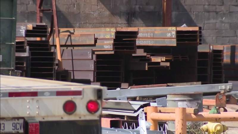 Worker crushed, killed by steel beam in Oakland Park