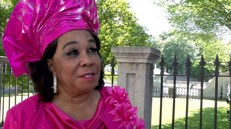 Rep. Frederica Wilson celebrates after Juneteenth turns into federal holiday