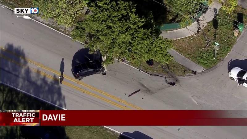 1 injured in SW 136th Avenue crash in Davie, police say