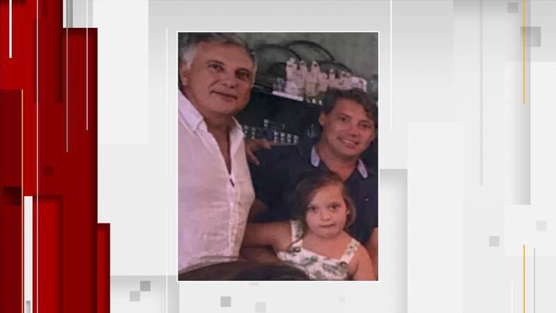La pareja que adoptó a su hija se quedó en un condominio de Surfside desaparecida