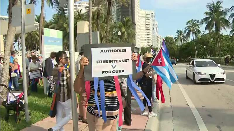 Rally held in Miami Beach to show Cuban solidarity with those suffering