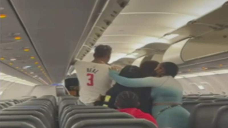 Brawl breaks out on Frontier Airlines flight between passengers at MIA