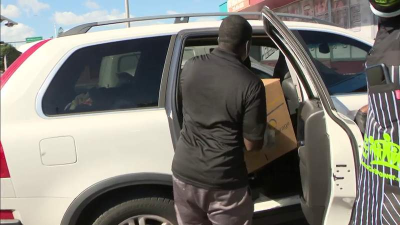 Generous South Floridians spend Thanksgiving helping others
