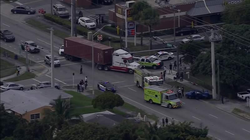 4 children, 1 adult injured in Opa-locka crash involving semi-truck