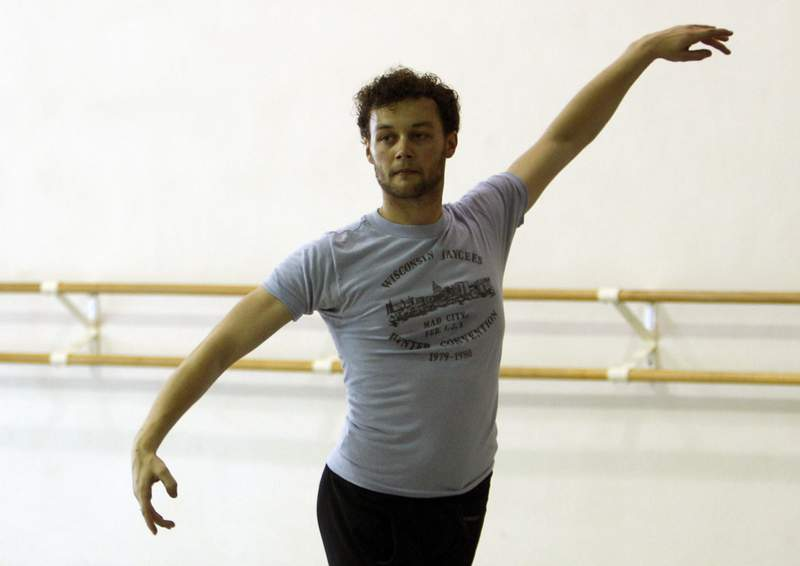 FILE - In this Tuesday, Aug. 14, 2012 file photo, Royal Ballet choreographer Liam Scarlett works with Miami City Ballet dancers in Miami Beach, Fla. Choreographer Liam Scarlett, a dance star whose career was clouded by abuse allegations, has died aged 35. Scarletts family said Saturday, April 17, 2021 that it is with great sadness that we announce the tragic, untimely death of our beloved Liam.  (AP Photo/Lynne Sladky, file)