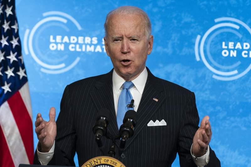 El presidente Joe Biden habla en la cumbre climtica a distancia desde la Casa Blanca, Washington, viernes 23 de abril de 2021. (AP Foto/Evan Vucci)