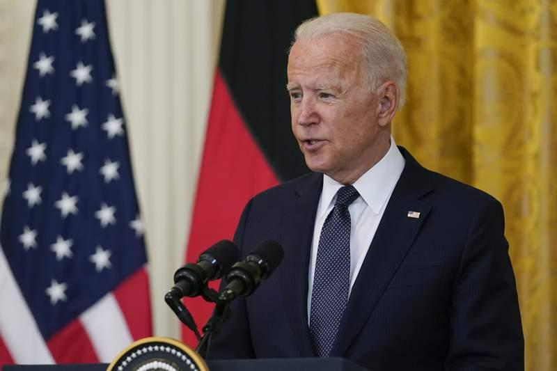 El presidente Joe Biden habla durante una conferencia de prensa en la Casa Blanca con la canciller alemana Angela Merkel, el jueves 15 de julio de 2021 en Washington. (AP Foto/Susan Walsh)