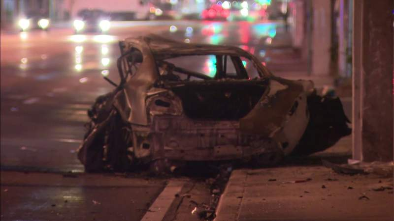 Crash kills 2, injures 6 in Miami-Dade County