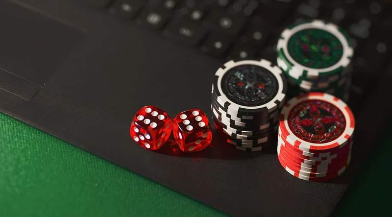 Lawmakers drew closer Monday to approving a proposed 30-year gambling deal with the Seminole Tribe of Florida after leaders agreed to strip a controversial provision that could have opened the state to online gaming under the control of the tribe.