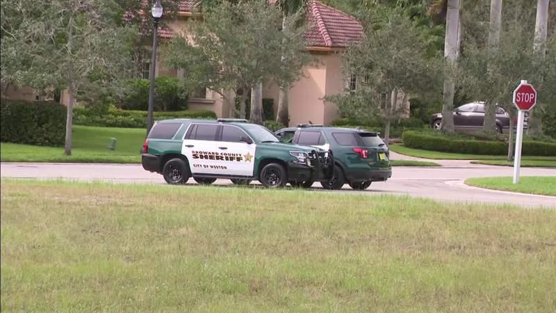 Accident involving golf cart injures 3 juveniles in Weston