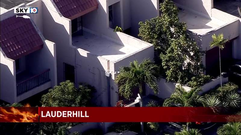 Firefighters rescue 2 from townhouse fire in Lauderhill