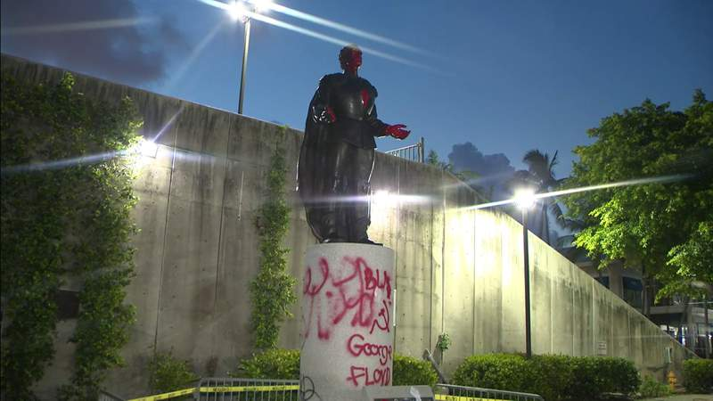 2 statues vandalized in downtown Miami