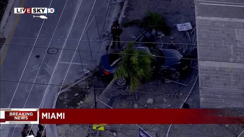 Carjacking ends in crash in Miami