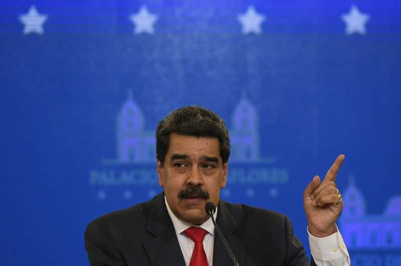 El presidente Nicols Maduro habla durante una conferencia de prensa el martes 8 de diciembre de 2020 en el Palacio de Miraflores, en Caracas, Venezuela. (AP Foto /Matas Delacroix)